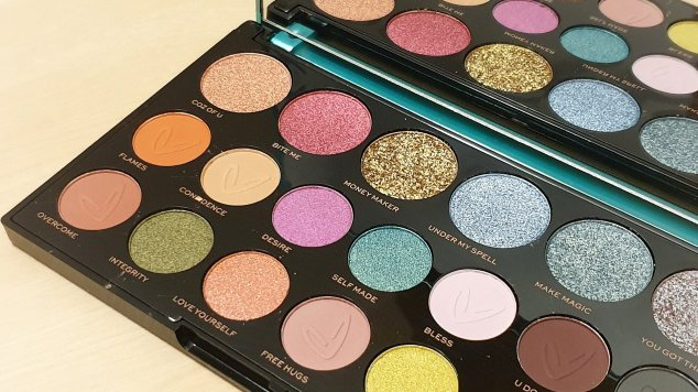 Makeup Revolution x Carmi MUA - Make Magic Palette Closeup