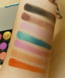 makeup_revolution_carmi_mua_make_magic_palette_swatches