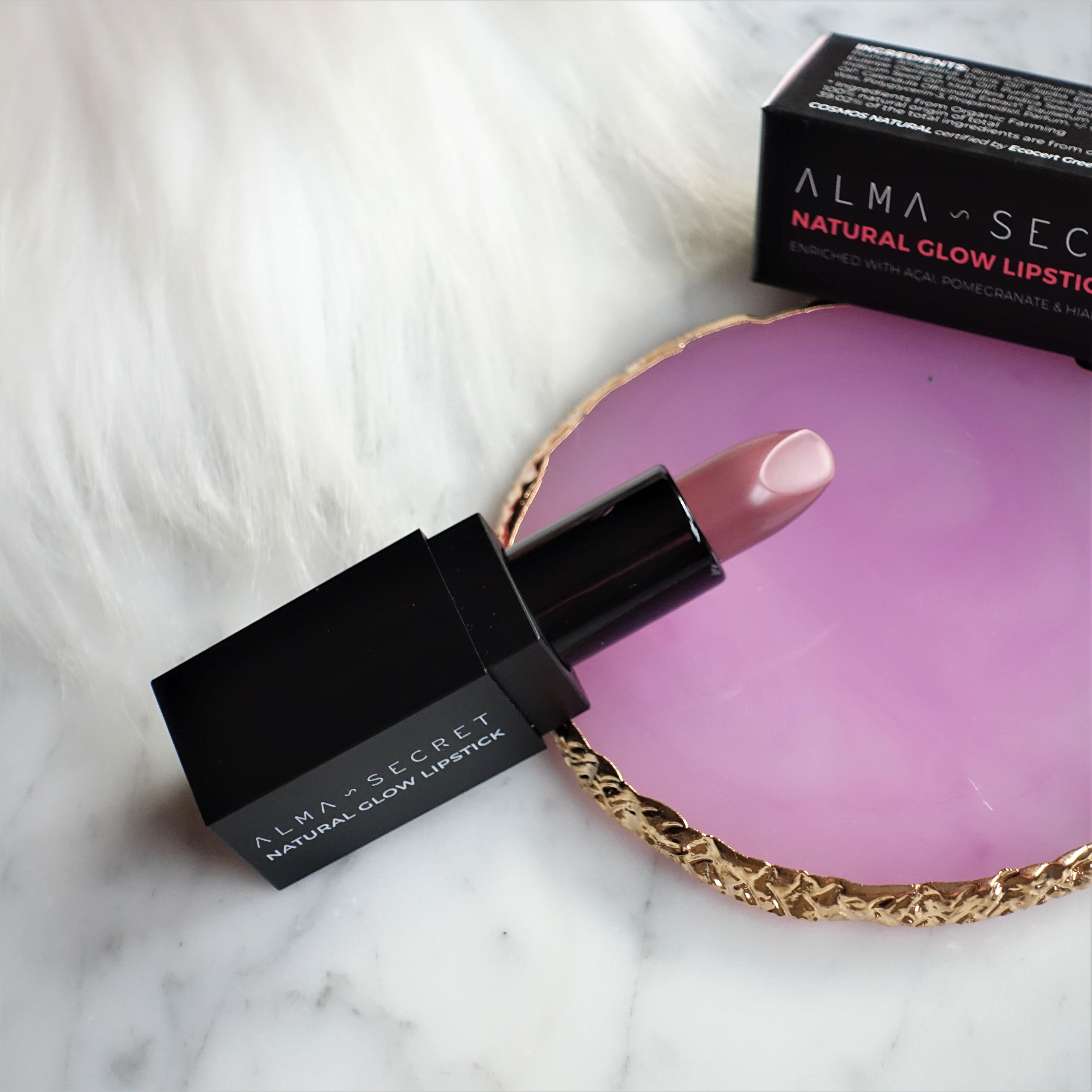 Labiales Natural Glow Lipstick de Alma Secret en 'Plum Chocolat' (Evento #YBB8ED de Girl Power Team)