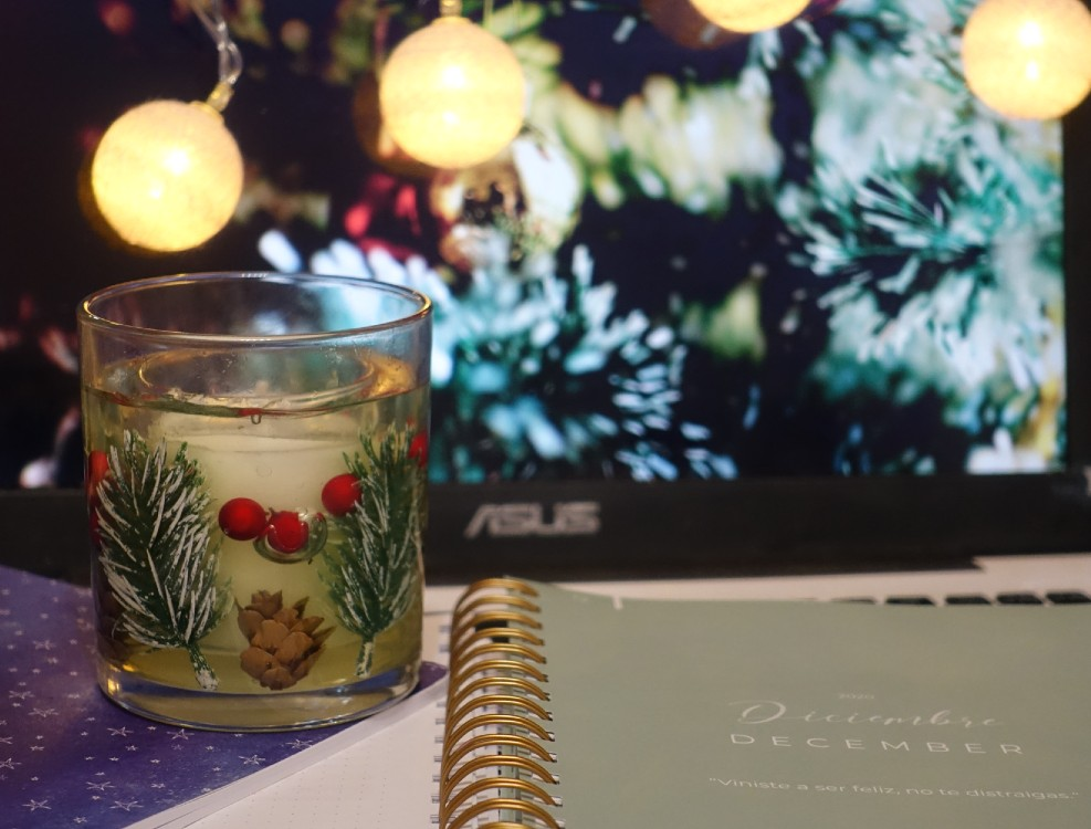 Blogmas Day 1: Christmas Candle from Primark (2020)